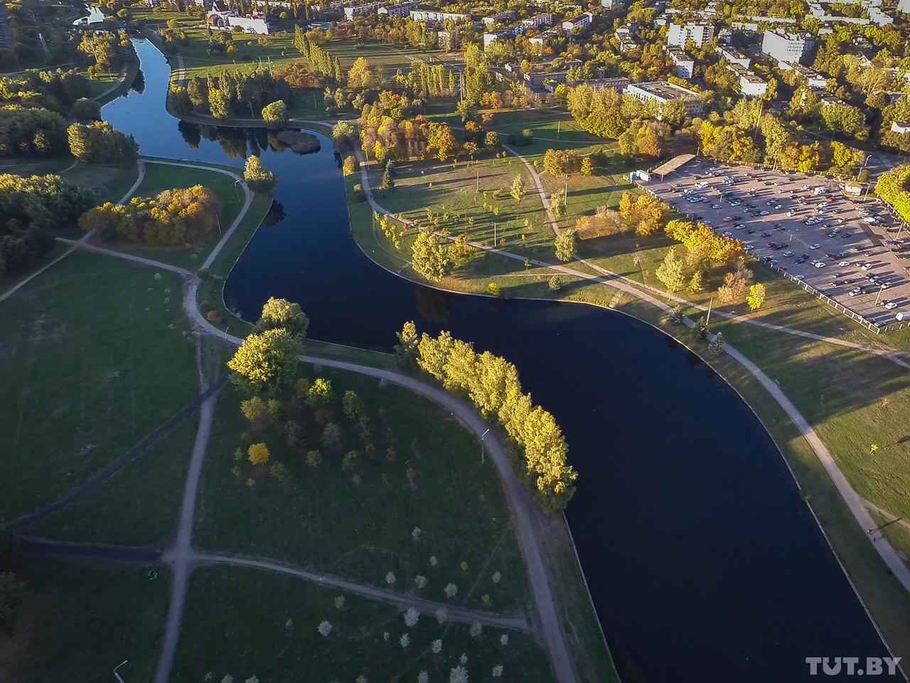 Архитекторы старались разнообразить русло реки, придав ему изгиб