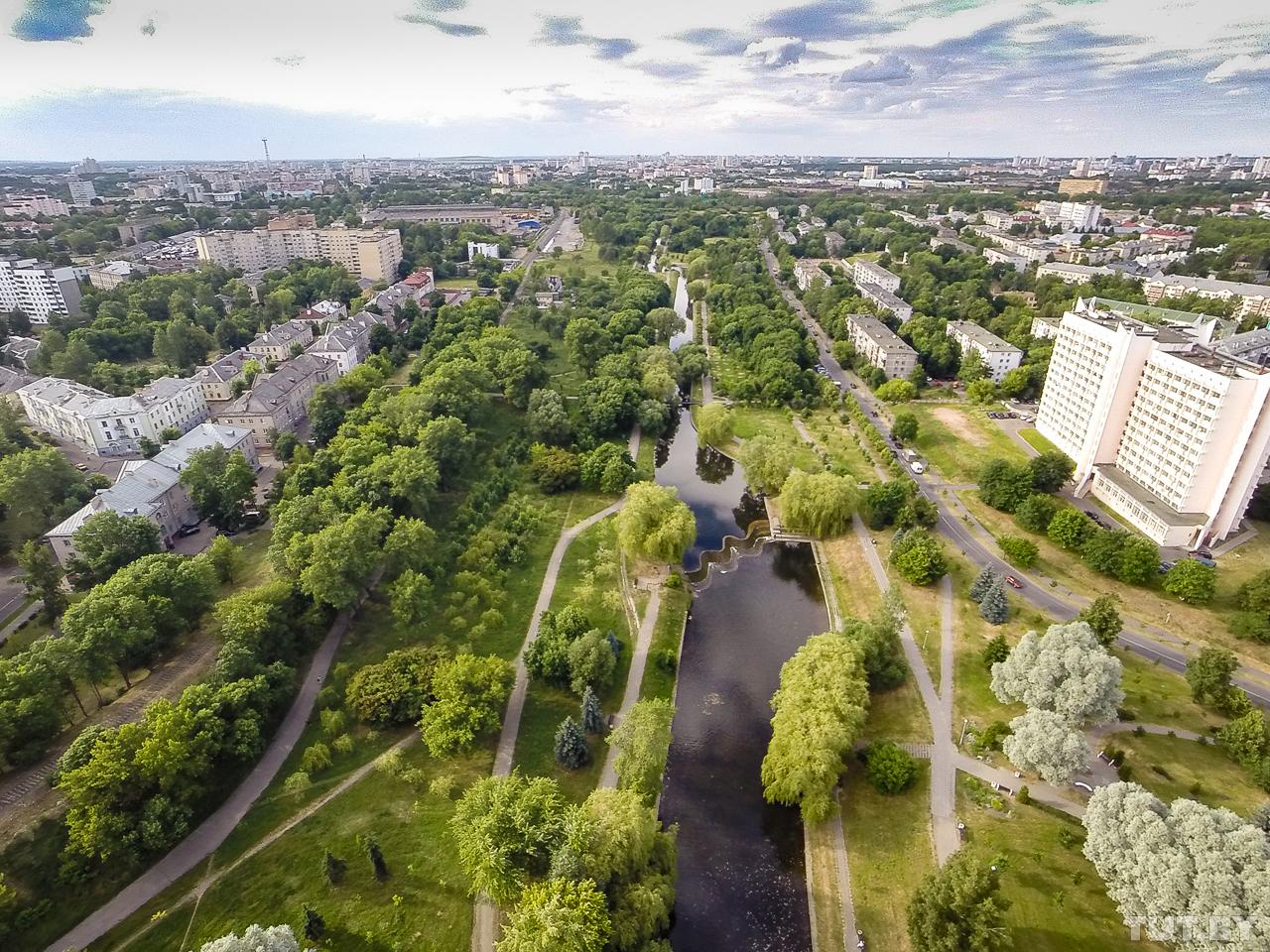 Антоновский парк протянулся вдоль канала