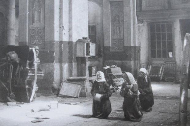 Костельная служба во время Второй мировой войны, лето 1941 г. Источник: In Nomine Domini, Минск, 2010.